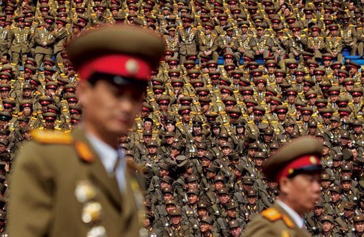 Mehr als eine Million Nordkoreaner dienen in der Armee – und manchmal auch als Staffage. Wie …