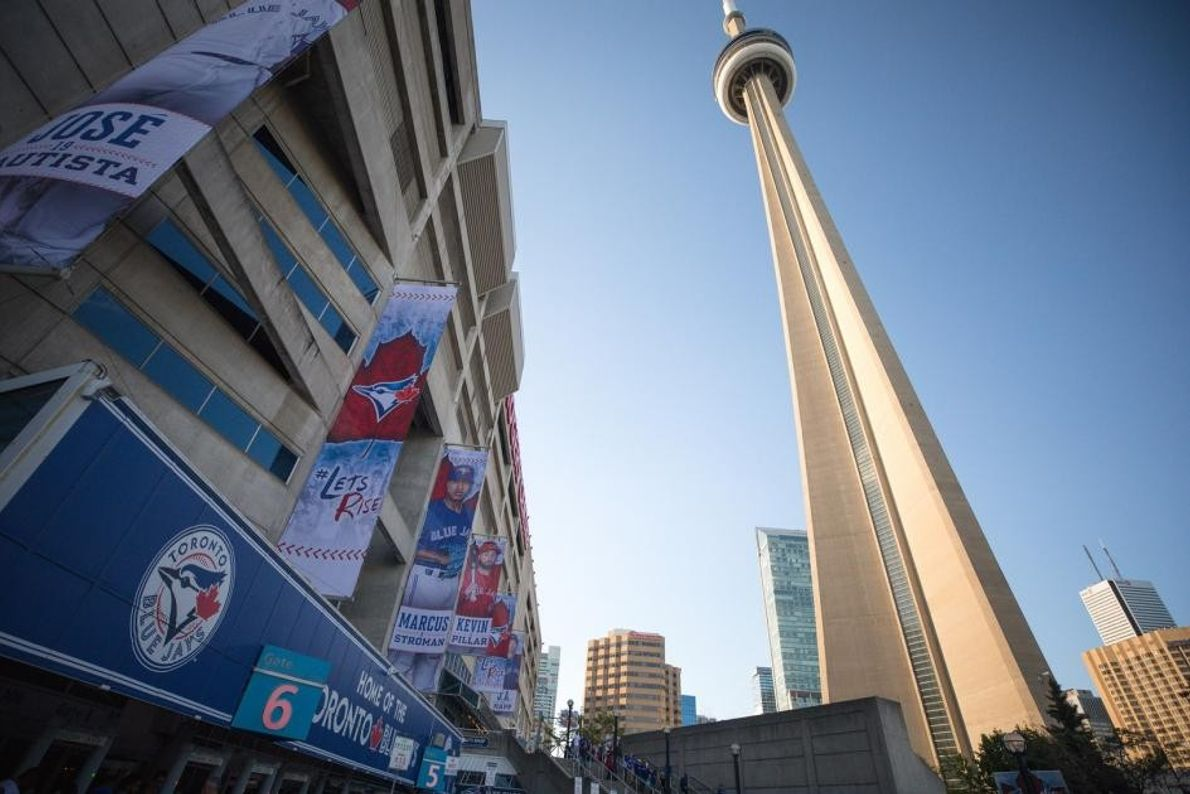Das Rogers Center in Downtown-Toronto ist ein Sportstadion. Hier sind die Toronto Blue Jays und die ...