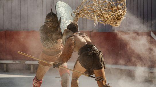 Gladiatoren-Reenactors beim Schaukampf in der Arena