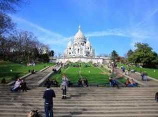 Amélie führt eine romantische Schnitzeljagd durch Montmartre.