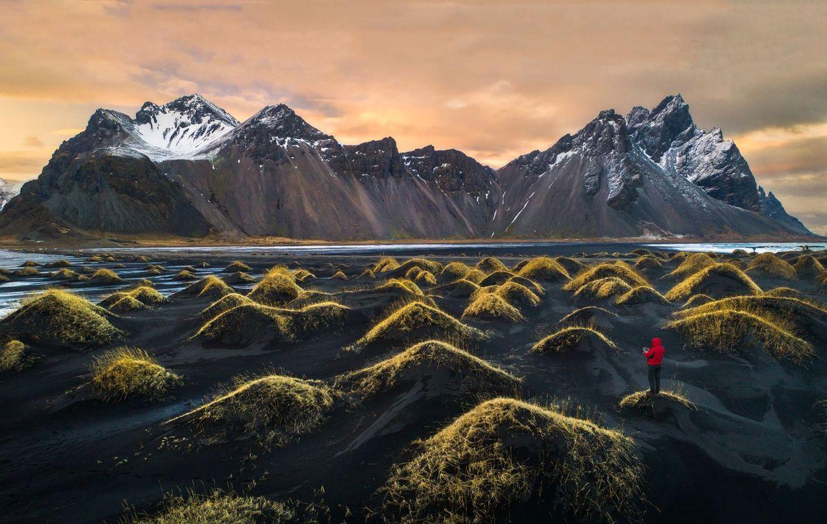 Drohnen-Selfie vor dem isländischen Bergmassiv Klifatindur