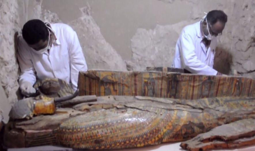 Mumien und Tausende von Statuen in altägyptischem Grab entdeckt