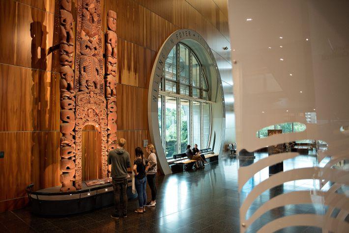 Das Museum of New Zealand Te Papa Tongarewa kostet keinen Eintritt und beherbergt über 500.000 Artefakte.