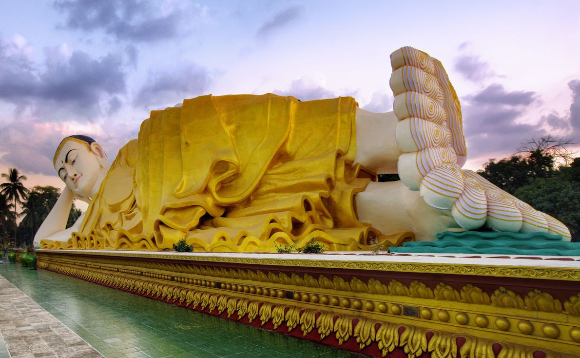 Shwethalyaung-Buddha