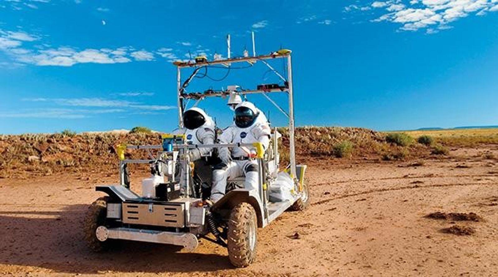 In der Wüste Arizonas üben Astronauten Fahrten auf Mond und Mars.