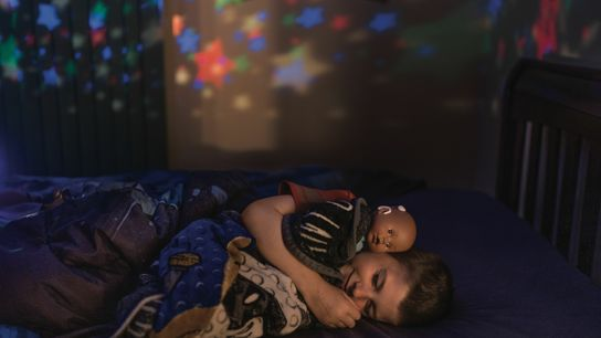 Weltweit singen Eltern ihre Kinder mit Wiegenliedern in den Schlaf