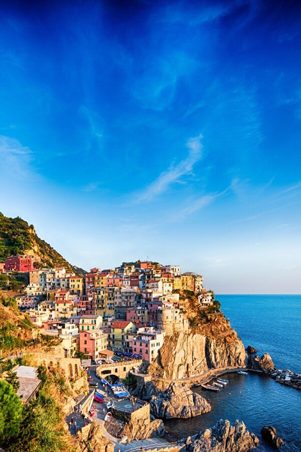 Manarola ist eine der Cinque Terre (Fünf Städte) an der ligurischen Küste, südöstlich von Genua.