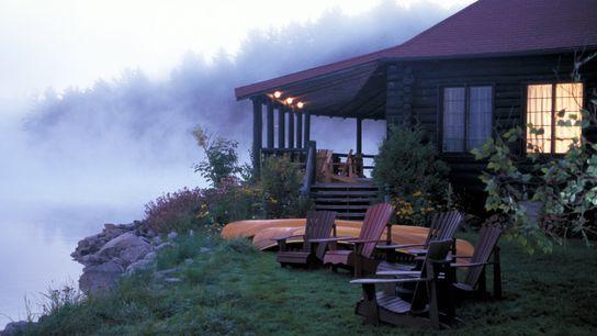 Rund um den Algonquin Provincial Park können Besucher in einem der zahlreichen idyllischen Resorts übernachten.