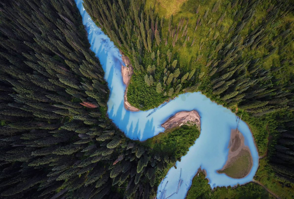"""HOLMES RIVER, BRITISH COLUMBIA """"Beim Flug über den wunderschönen Holmes River stand das Gletscherwasser in hübschem ..."""
