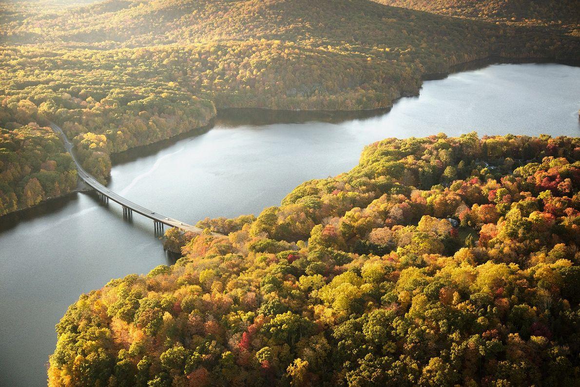 """WESTCHESTER COUNTY, NEW YORK """"Der Wasserspeicher von New Croton ist ein schmales Sammelbecken in Westchester County, ..."""