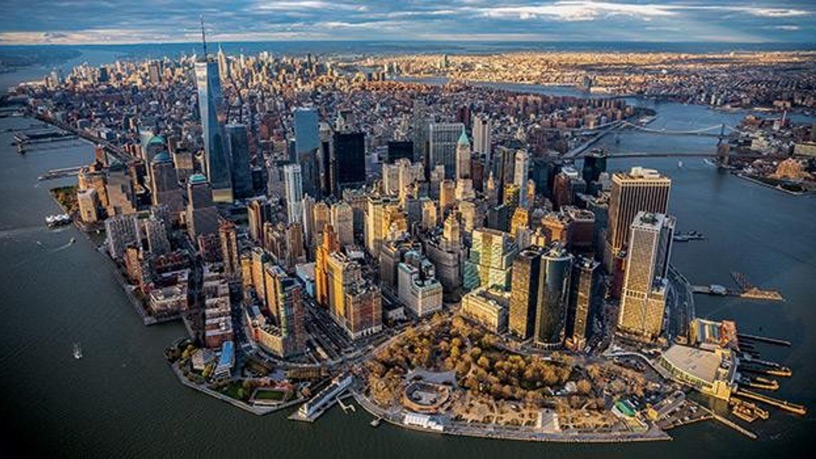Diese Stadt hört nicht auf zu wachsen. Aus dem Wolkenkratzergetümmel ragt seit 2013 das One World ...