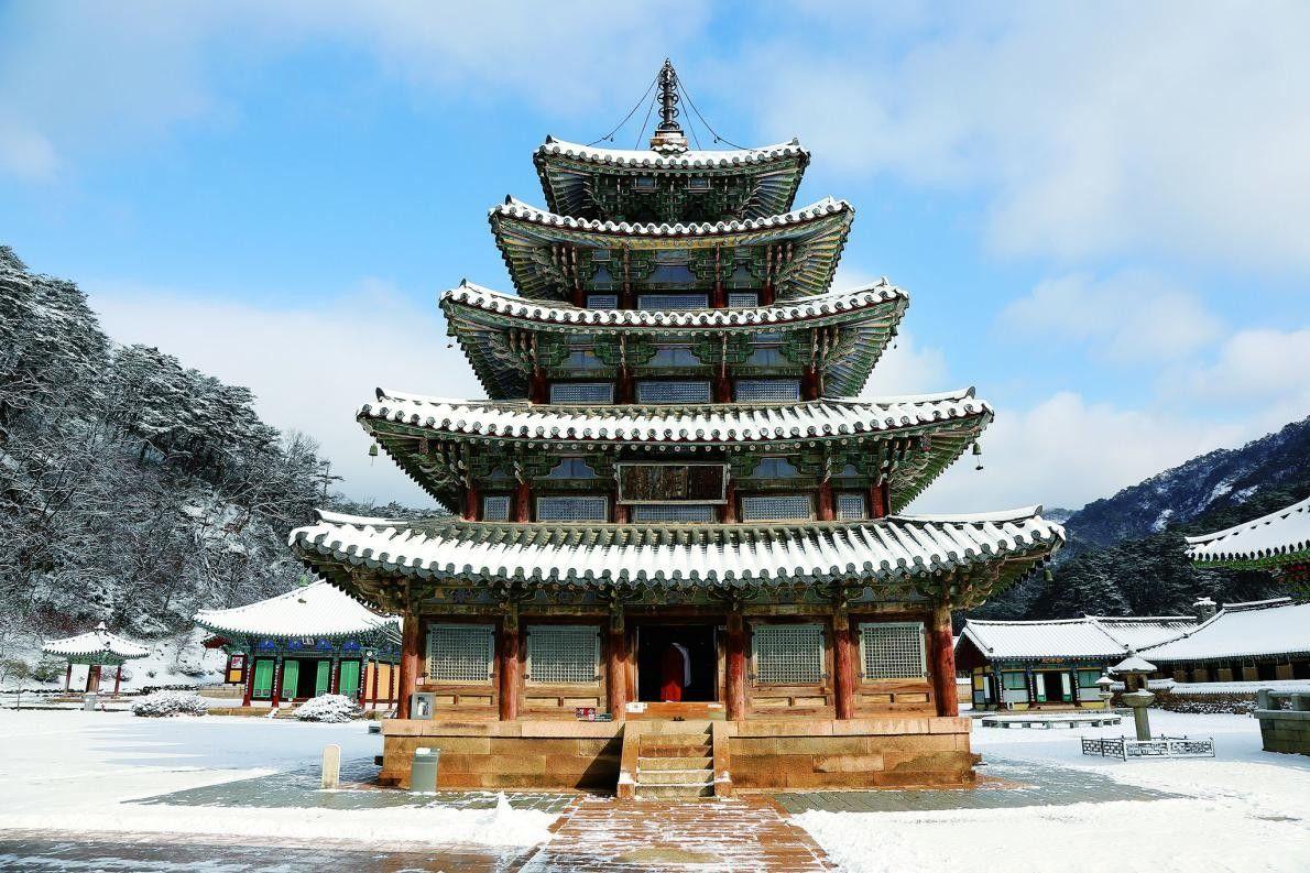 SANSA, BUDDHISTISCHE BERGKLÖSTER Die Sansa sind sieben buddhistische Bergklöster aus dem 7. bis 9. Jahrhundert, die ...