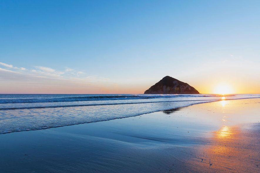 In der Anaura Bay finden Besucher wunderschöne weiße Sandstrände, hervorragende Angelstellen und pittoreske Wanderwege.