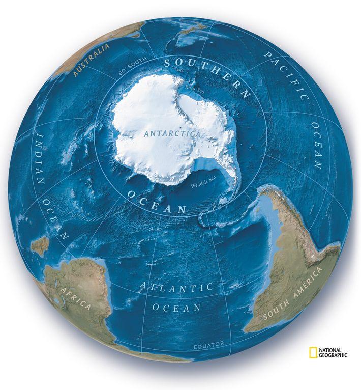 National Geographic erkennt nun fünf Weltmeere an. Der größte Teil der Gewässer, die die Antarktis bis ...
