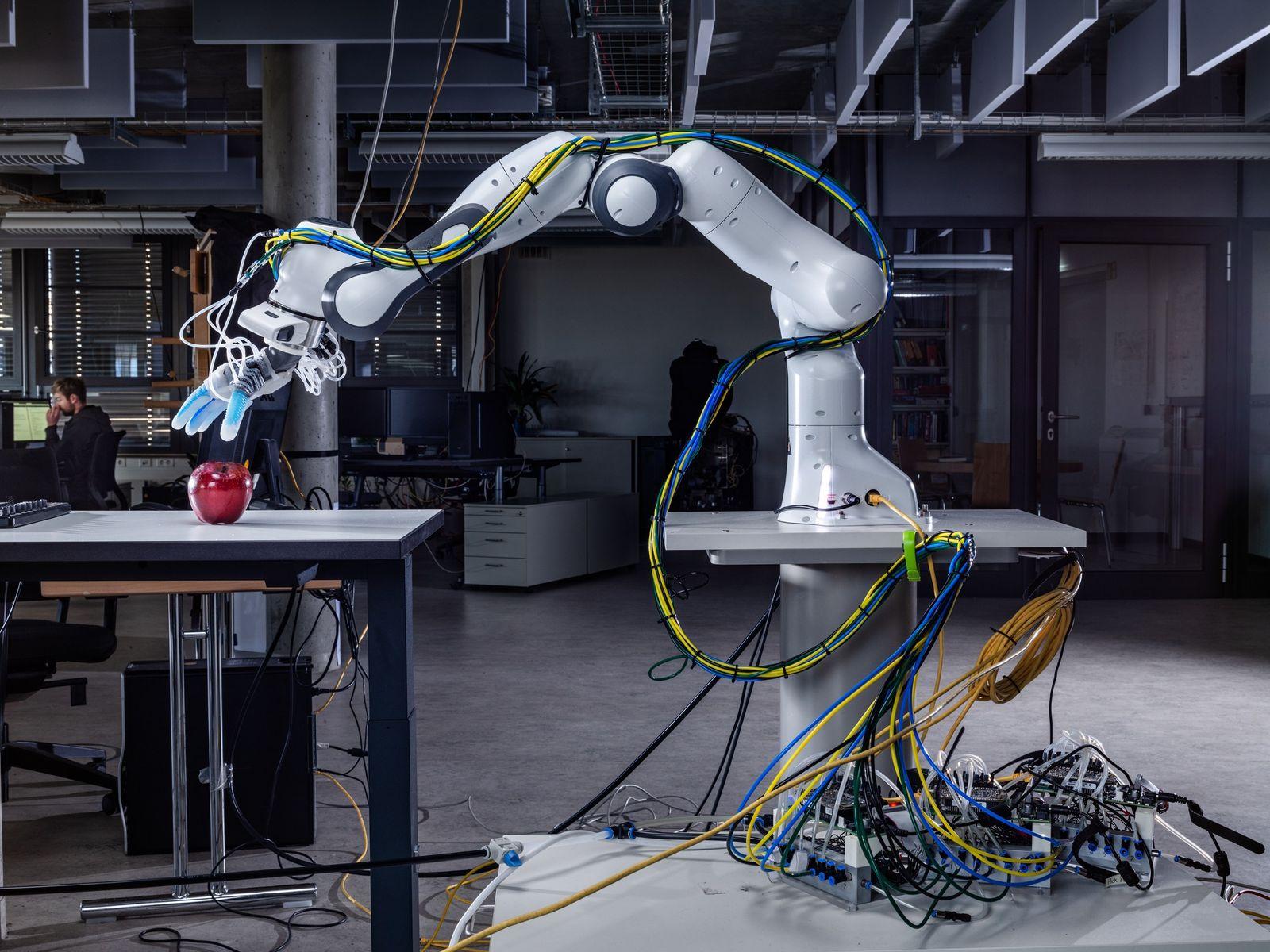NATIONAL GEOGRAPHIC September Broadsheet 1 Roboter