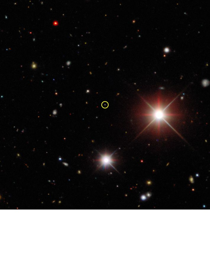 Dieses zusammengesetzte Bild aus der Dark Energy Survey zeigt den Bernardinelli-Bernstein-Kometen im Oktober 2017, als er ...