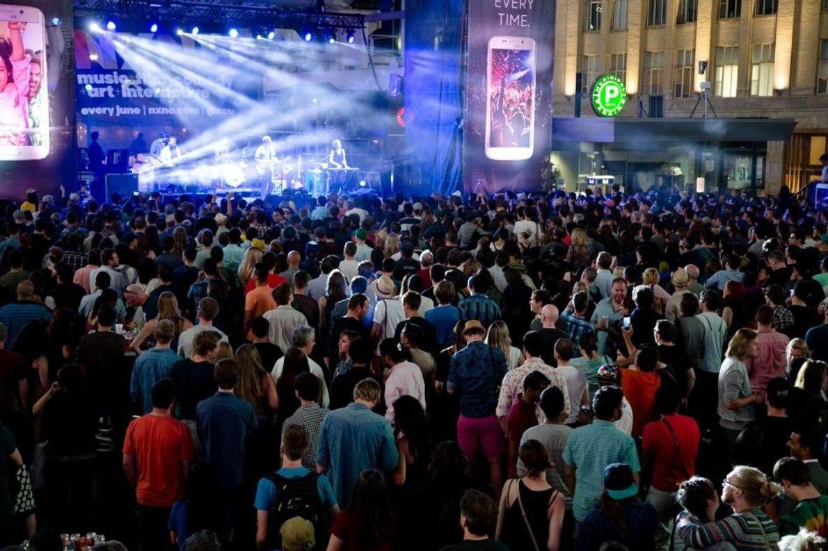 Das Musikfestival North by Northeast findet jedes Jahr in Toronto statt und bietet neben Livemusik, Filmen, ...