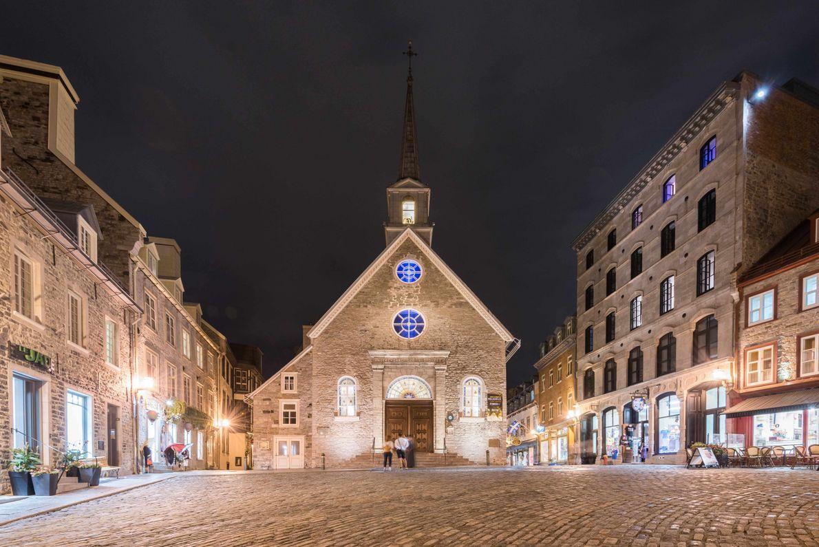 Der Place Royale mit Blick auf Notre-Dame-des-Victoires. Der älteste steinerne Kirchenbau Nordamerikas wurde 1688 errichtet.