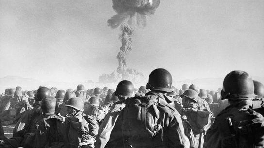 In den 75 Jahren seit dem ersten erfolgreichen Test einer Plutoniumbombe haben Atomwaffen die Kriegsführung verändert. ...