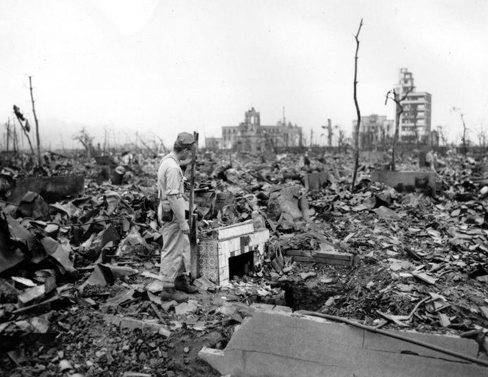 Im August 1945 beschlossen die Vereinigten Staaten, ihre neu entwickelten Atomwaffen auf die japanischen Städte Hiroshima ...