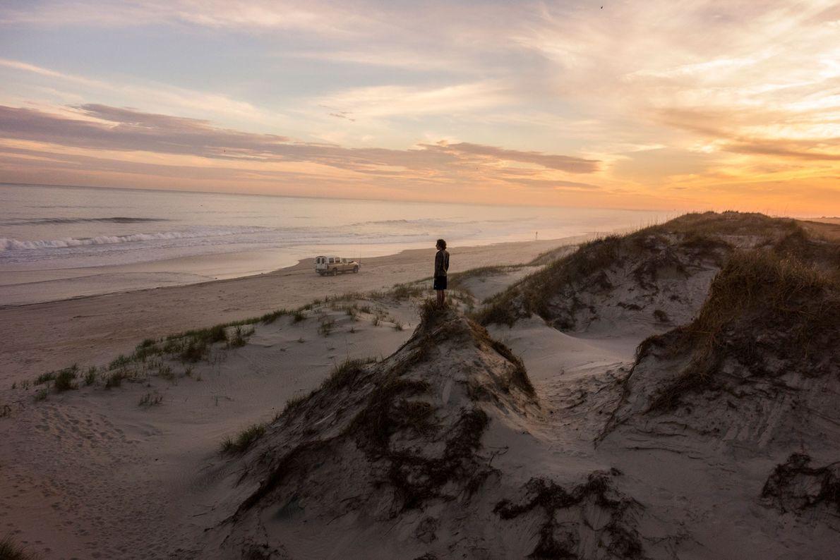 Ein Netzwerk aus Dünen durchzieht das Cape Hatteras National Seashore in Frisco, North Carolina. Die Dünen ...