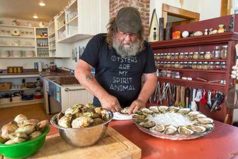 In den zahlreichen Restaurants auf Prince Edward Island können Gäste einige der besten Austern der Welt ...