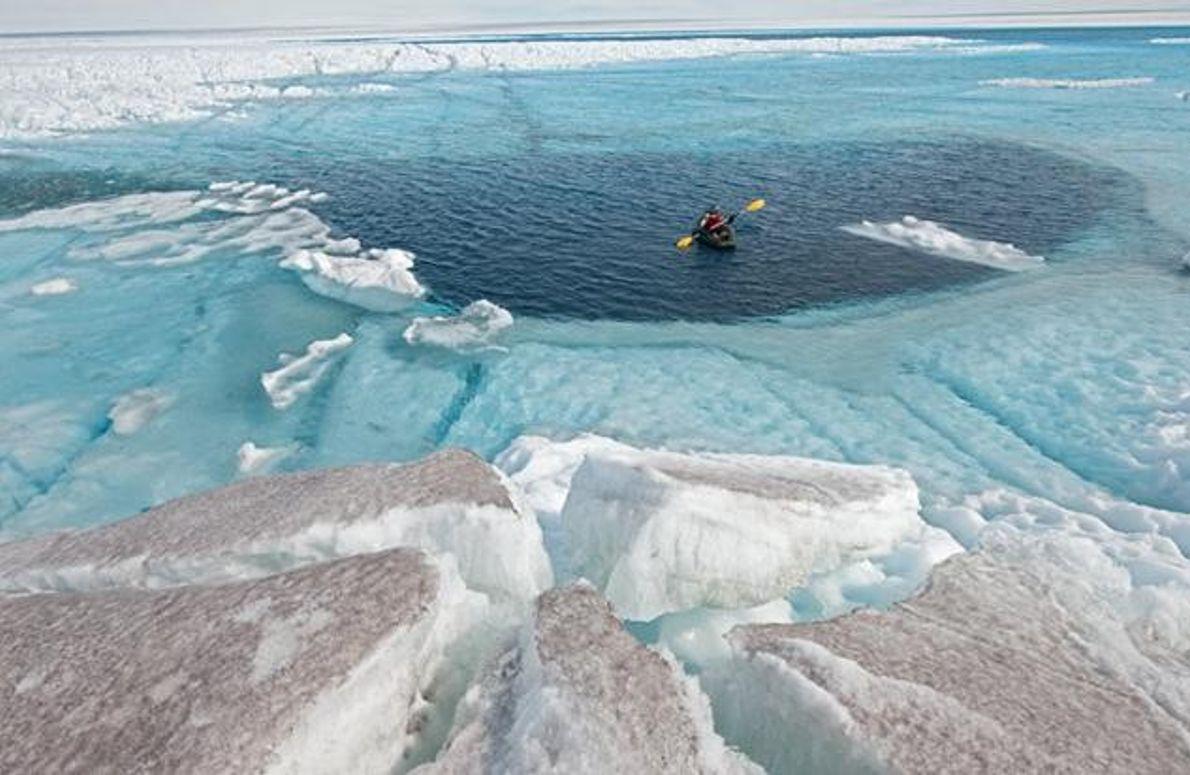 Paddelboot auf einem Schmelzwasser-See