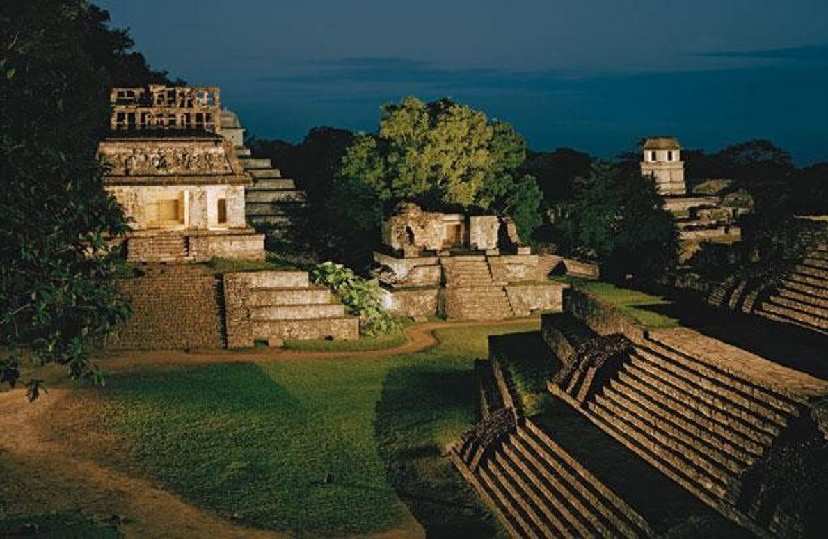 Die Maya richteten viele Bauten nach den Himmelsrichtungen aus, wie hier in Palenque im Urwald Südmexikos. …