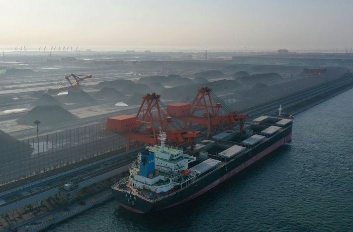 In Nordchina soll ein neues Kohlekraftwerk gebaut werden. Experten befürchten, dass solche Infrastrukturen im Energiesektor große ...