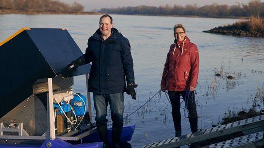 Testfahrt auf der Elbe: Martin Drewes und Martina Findling wollten mit ihrem Katamaran Strom erzeugen. Als ...