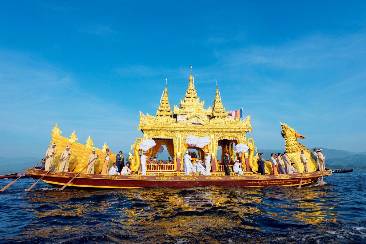 PHAUNG-DAW-OO-FESTIVAL