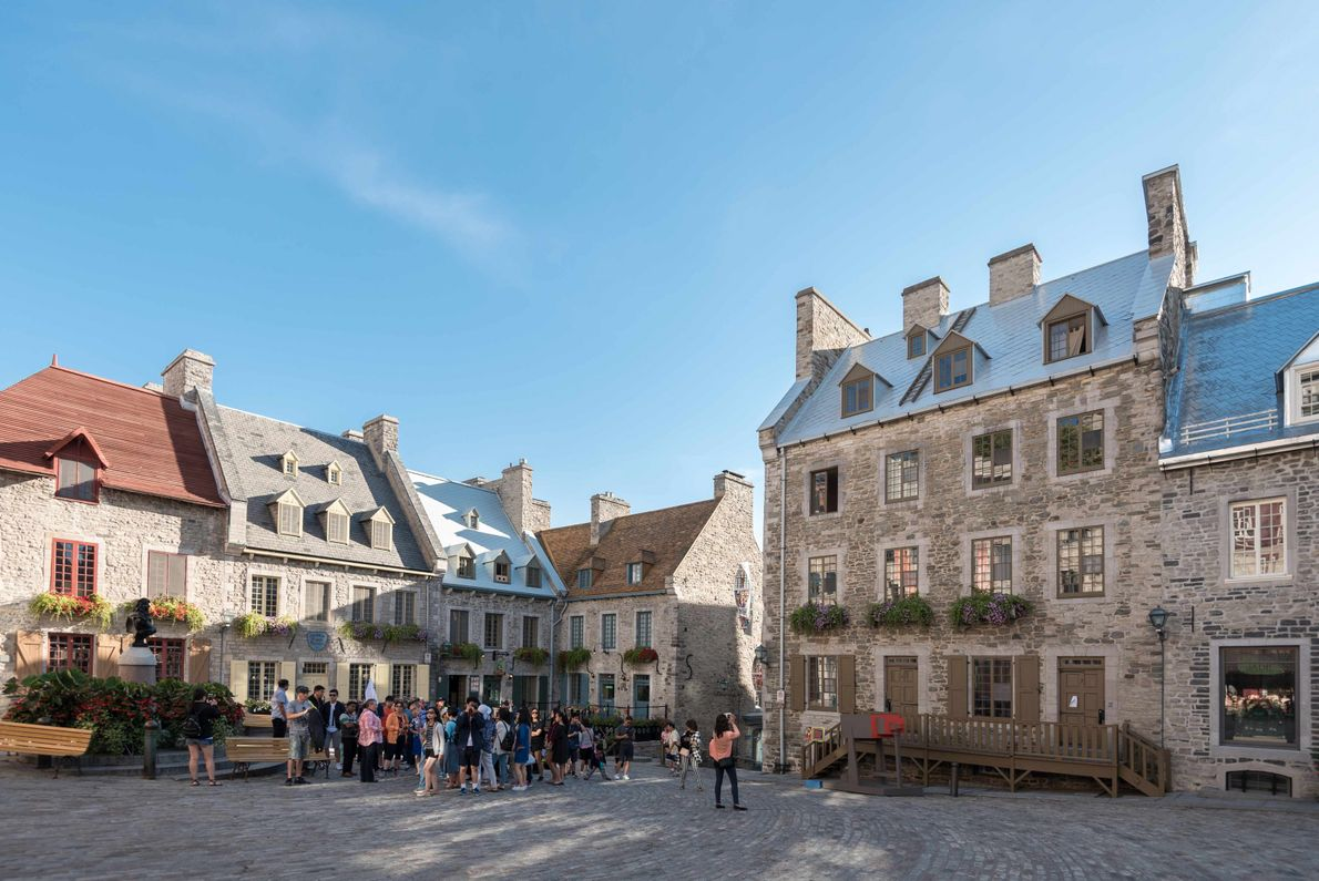Der legendäre Place Royal steckt nicht nur voller Geschichte, sondern beherbergt auch eine der ältesten Geschäftsstraßen ...