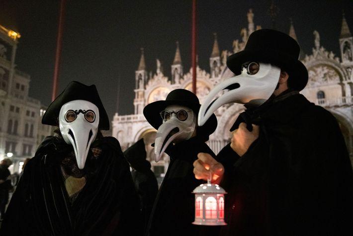 Pestdoktor-Kostüme beim Karneval in Venedig