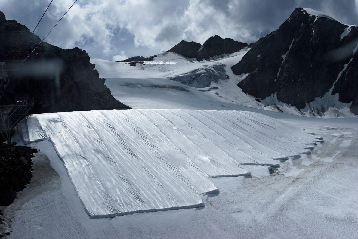 Synthetische Schneedecken auf dem Pitztaler Gletscher