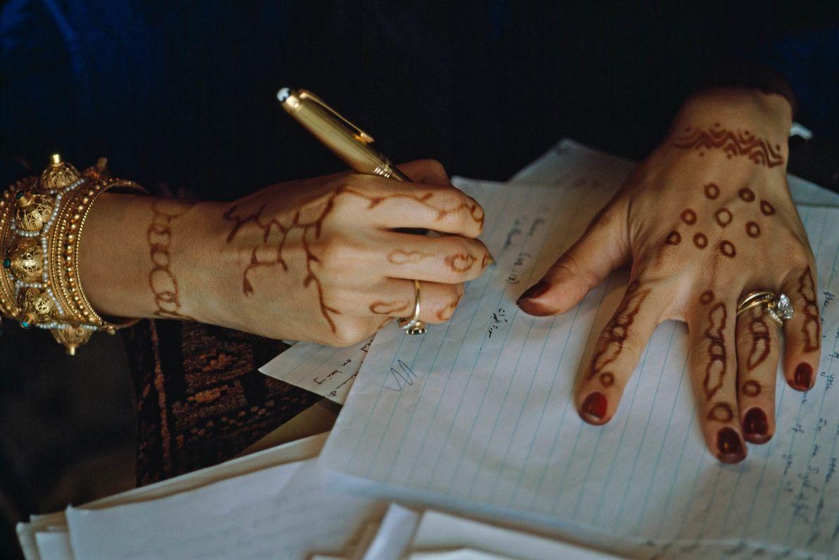 Mit Henna verzierte Hände
