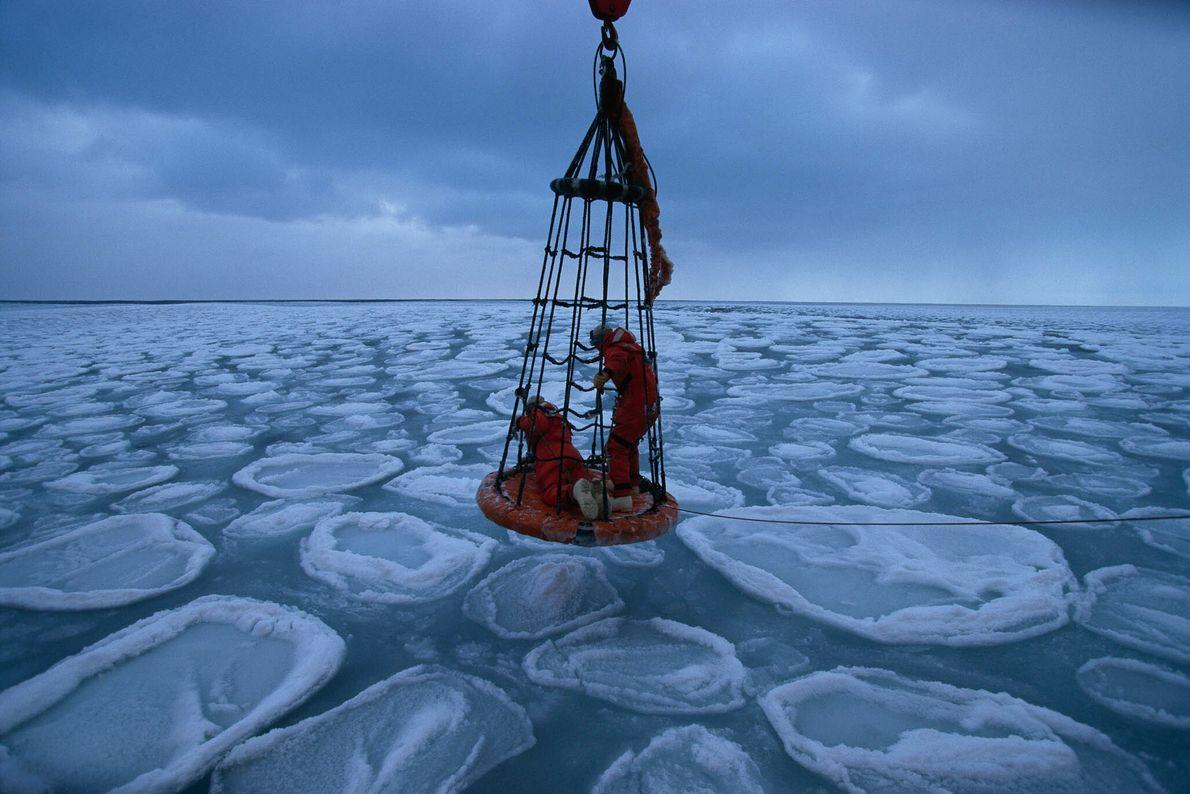Wissenschaftler im Wintereis der Antarktis