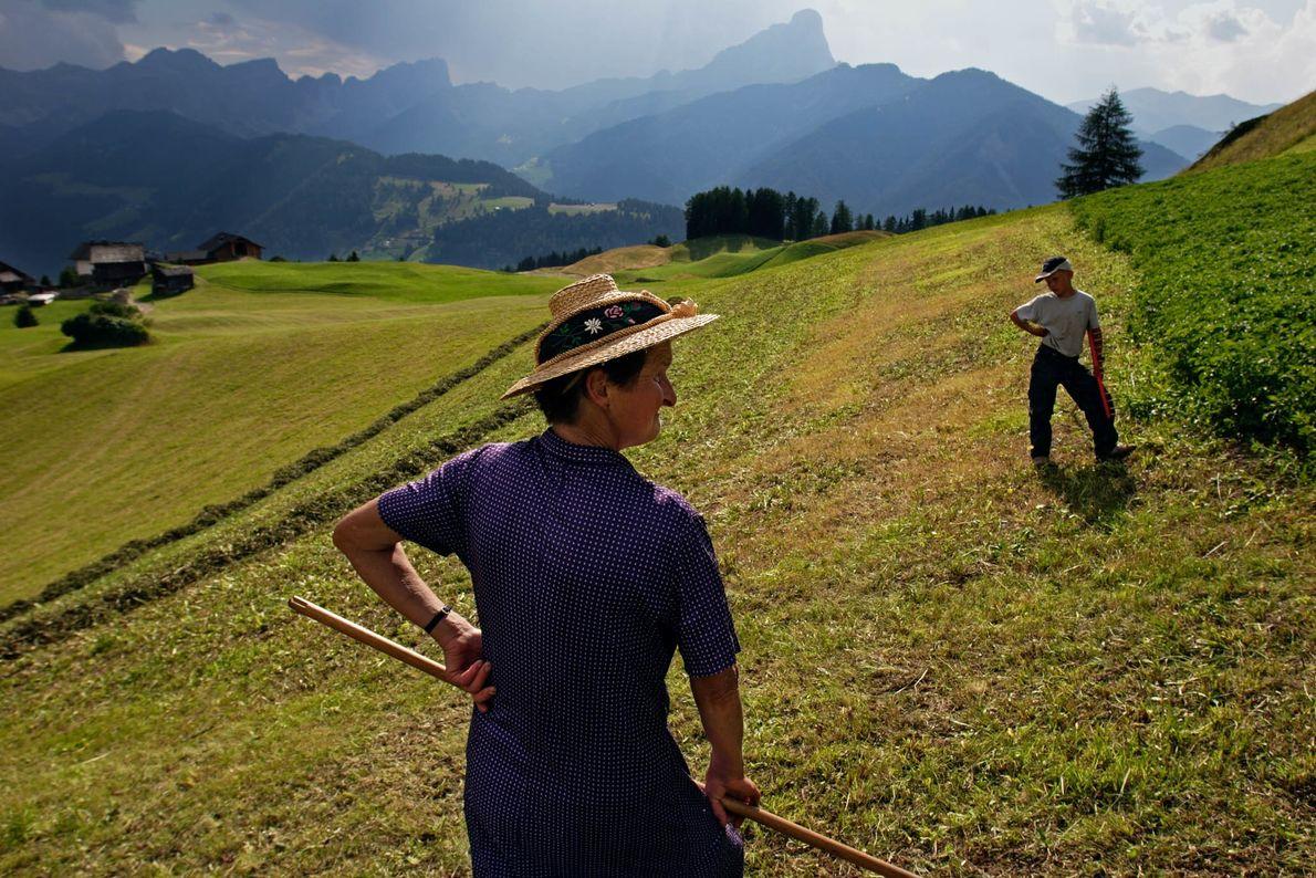 Bäuerin in den italienischen Alpen
