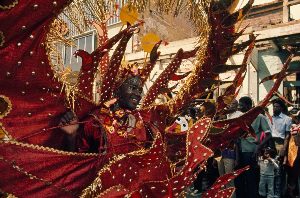 Kostümierte Frau beim Karneval in Trinidad