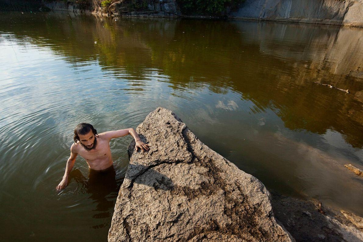 Chassidischer Jude beim spirituellen Bad