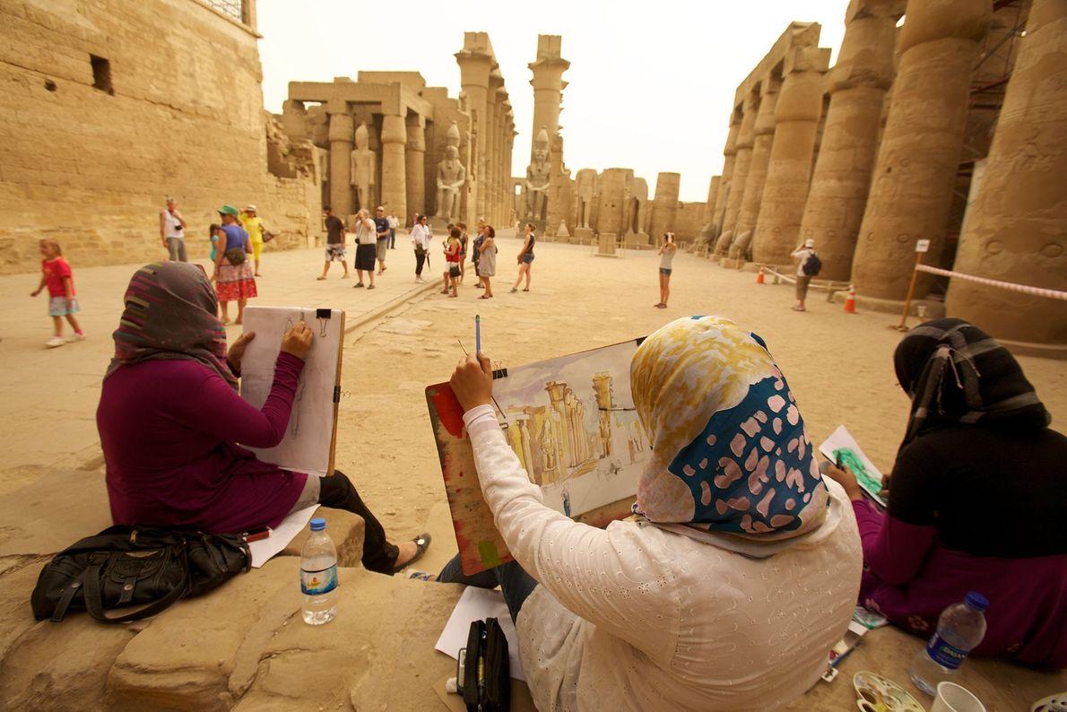Kunststudentinnen am Tempel in Luxor