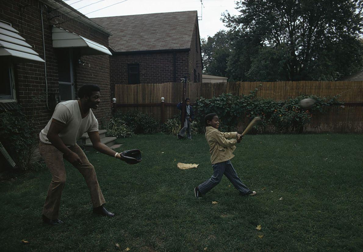 Vater und Sohn beim Baseball