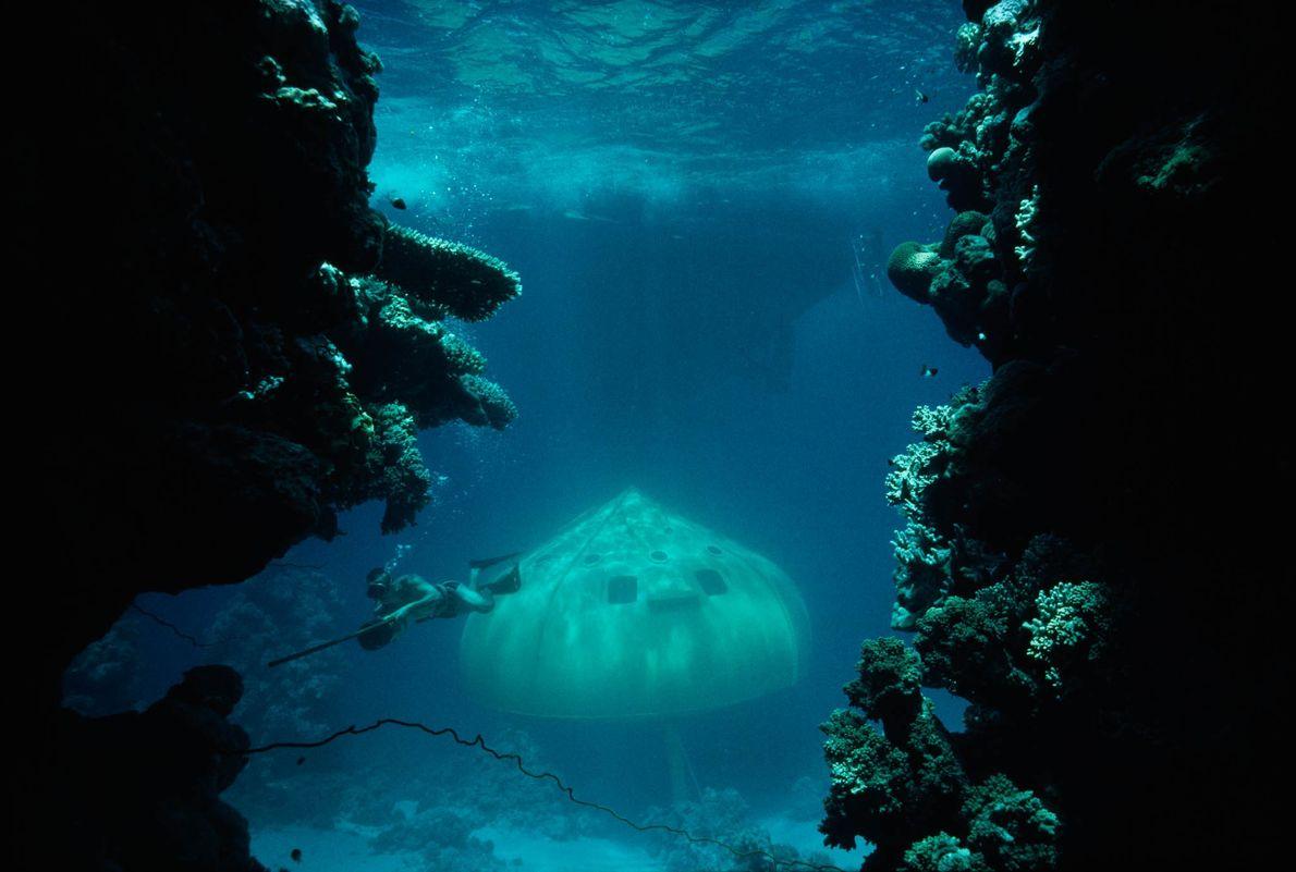 "Jacques Cousteaus ""tauchende Untertasse"" im Roten Meer"