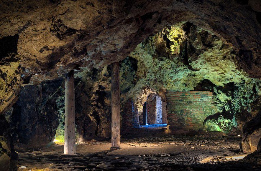 Die Drachenhöhle unter Burg Wawel verdankt ihren Namen dem Drachen, welcher der Legende zufolge einst dort ...