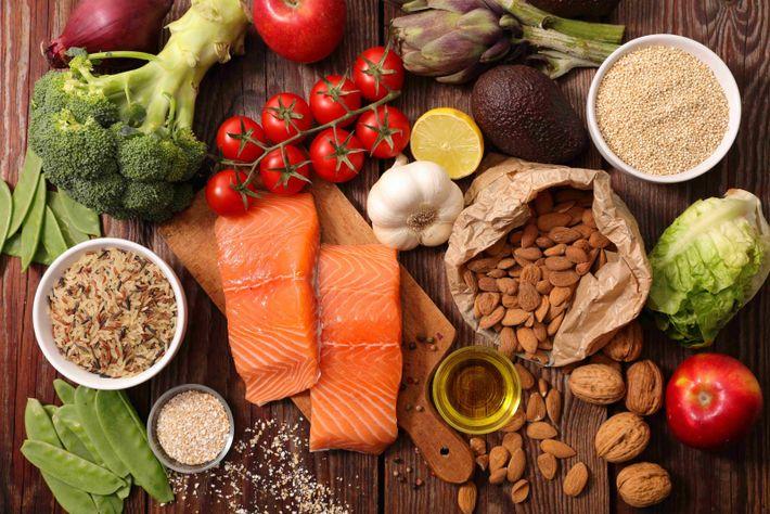 """Hauptsächlich liegt der Schlüssel nicht im """"mehr essen"""", sondern im """"mehr vom Richtigen essen"""": viel frisches ..."""