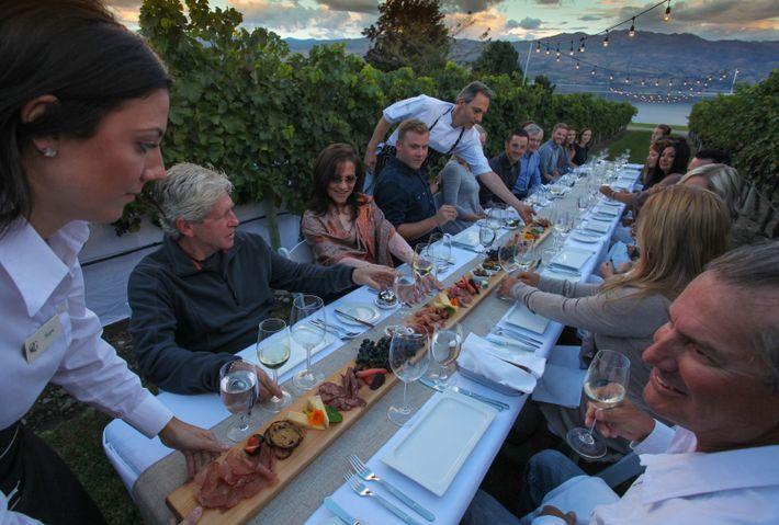 Eine erstklassige Mahlzeit mit Weinverkostung auf dem Quails' Gate Winery Estate.