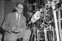 Professor Willard Libby, ein Chemiker der University of Chicago, äußerte 1946 erstmals seine Theorie, dass Kohlenstoffisotope ...
