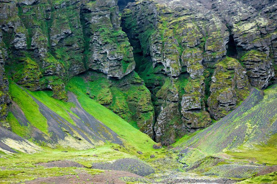 Laut einer Legende ist die Schlucht Rauðfeldar das Grab eines jungen Trolls.
