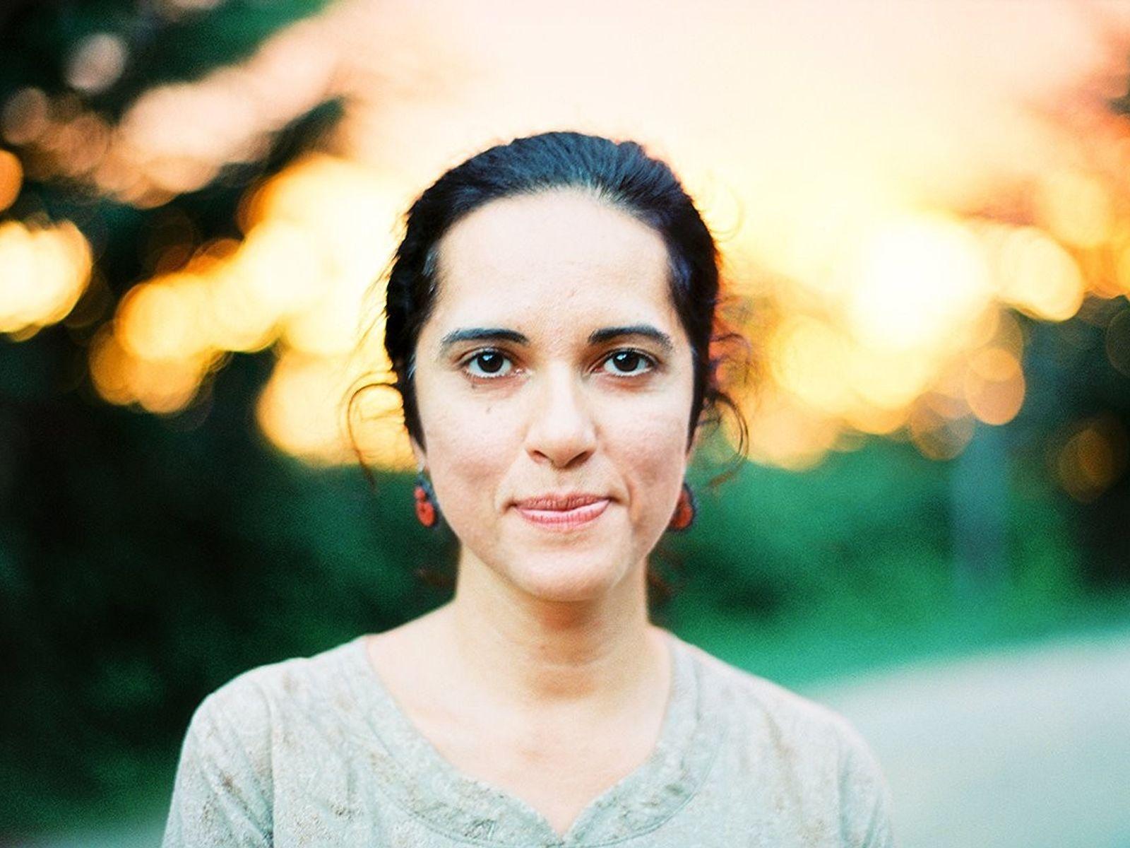 Rena Effendi ist eine preisgekrönte National-Geographic-Fotografin geboren und aufgewachsen in Baku, Aserbaidschan.