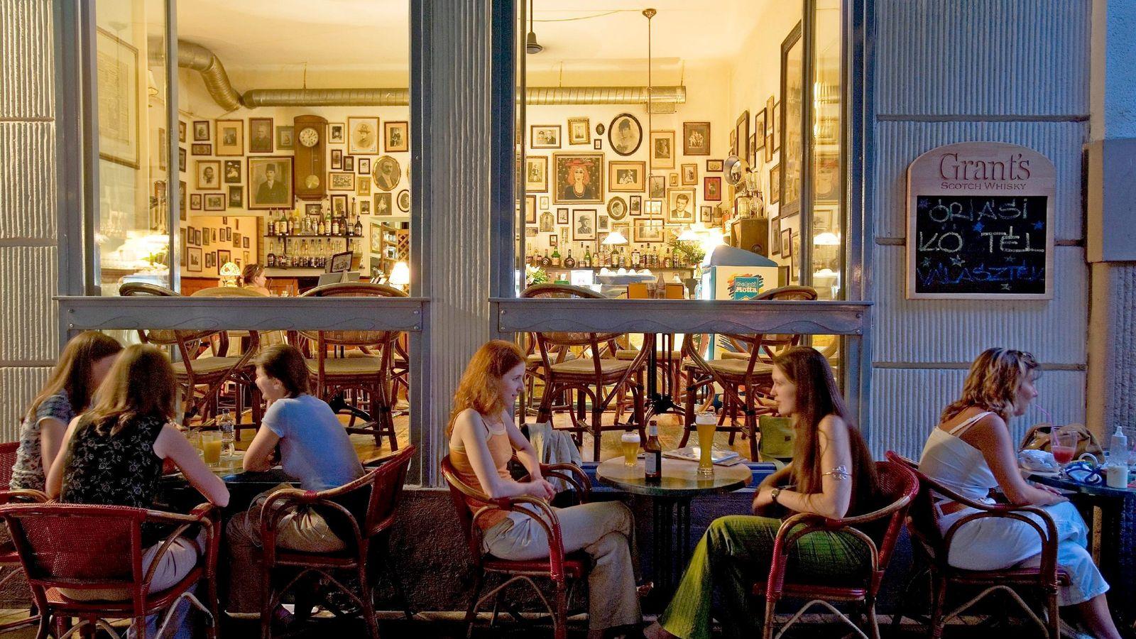 Foto eines Cafés in Budapest, Ungarn