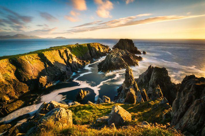 Wolken ziehen über Malin Head, dem nördlichsten Punkt Irlands.